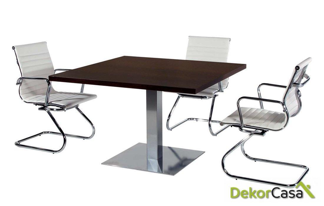 Mesa de reunión cuadrada con cristal una peana Senda