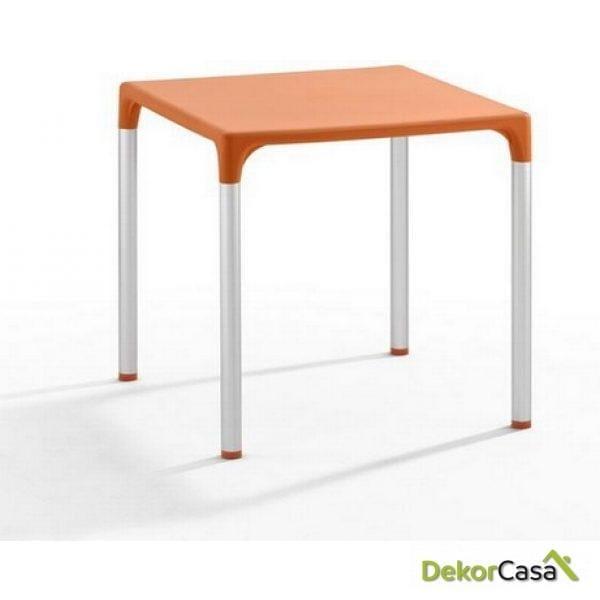 Mesa ELIANA, aluminio, polipropileno color naranja